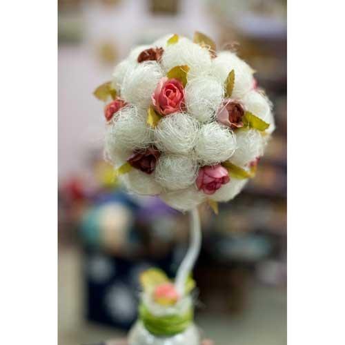 Топиарий из сизали и цветов